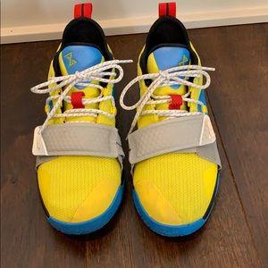 Boys nike Paul George basketball shoes. Size 6
